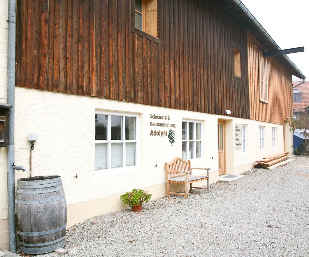 Adolphs Schreinerei Raumausstattung mit Werkstätten in Raisting