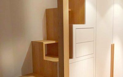 Ein Entwurf. Ein Schrank. Eine Treppe.